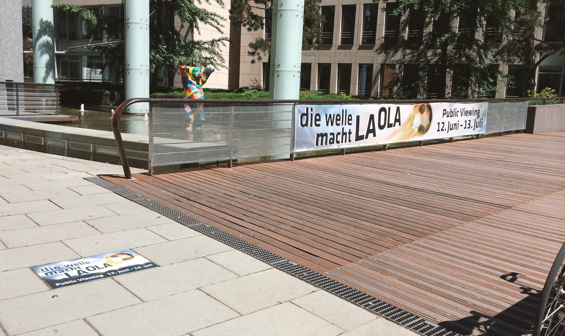 Event advertising with mesh banners and special tile stickers from anplakt in Frankfurt and surroundings