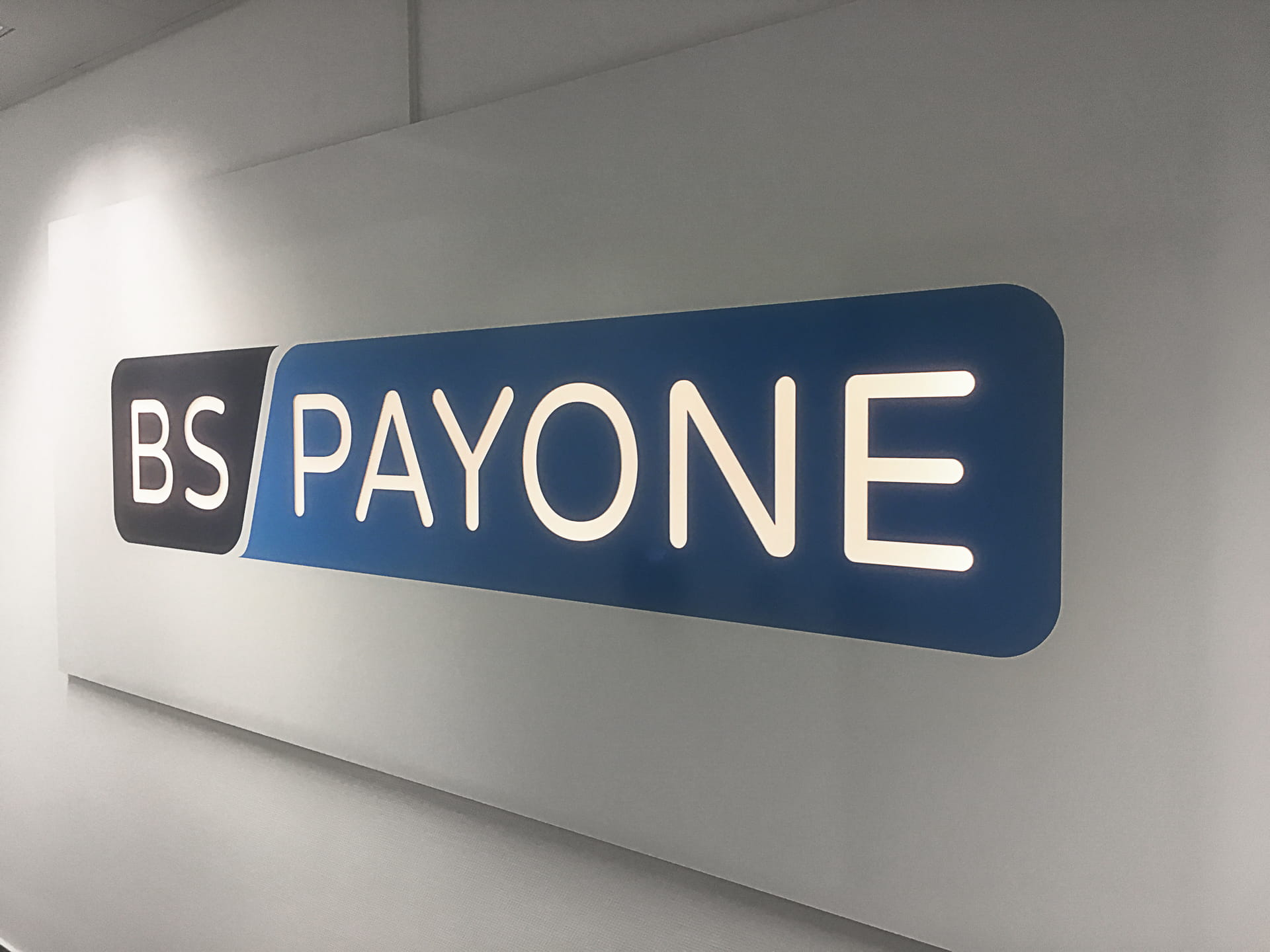 Individual sign lettering in Frankfurt am Main for BS Payone from anplakt