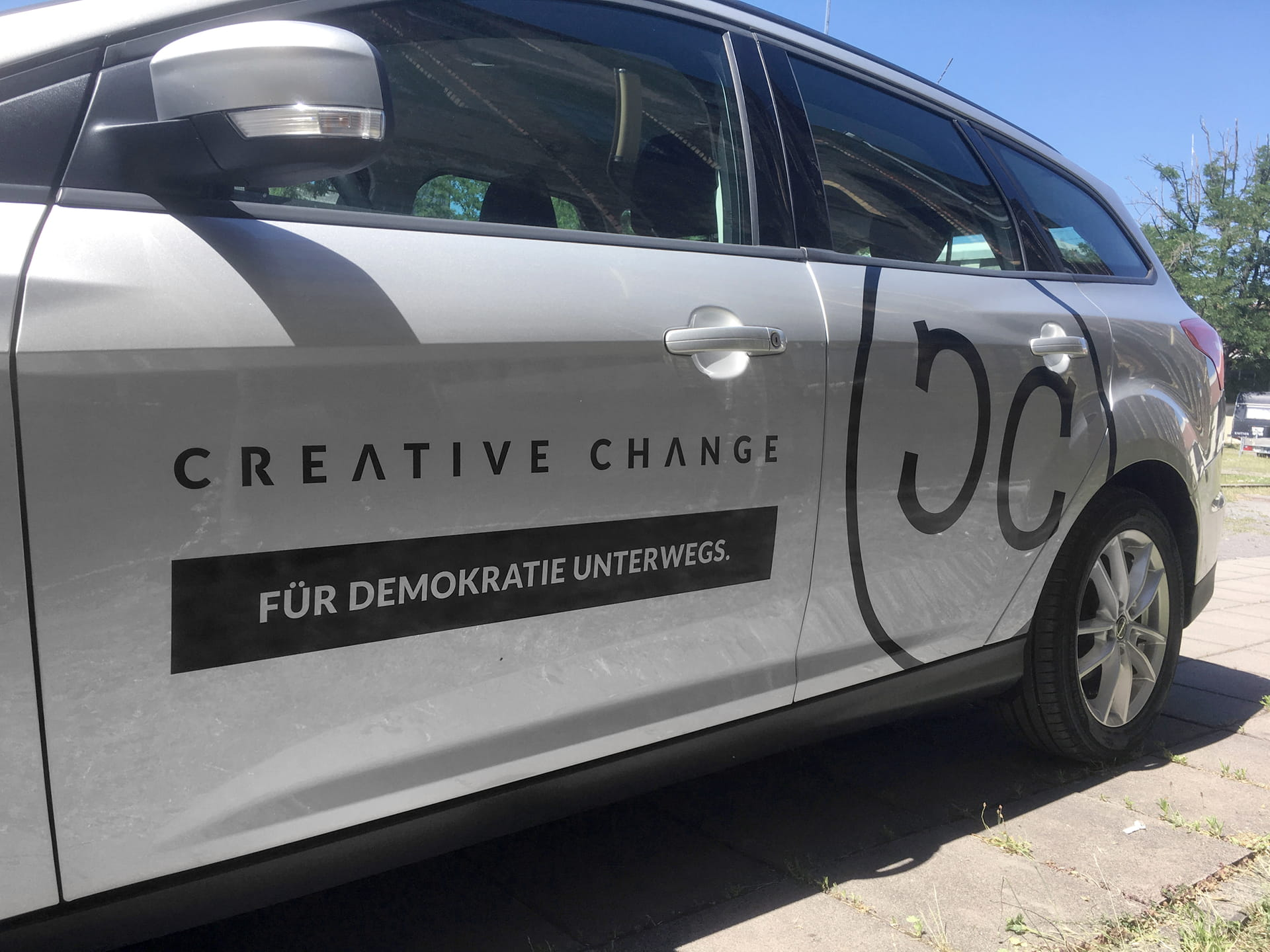 Creative logo lettering company vehicle, vehicle labelling (car lettering) for Creative Change e.V. from anplakt