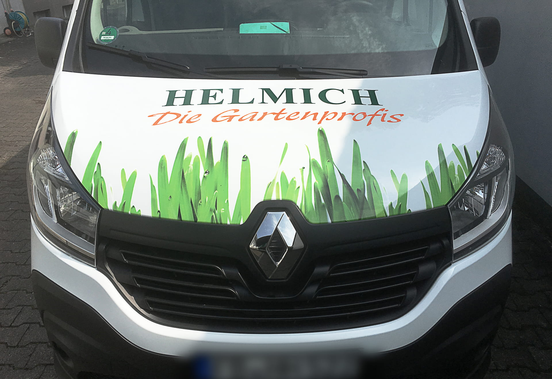 vehicle labelling bonnet with digital print (car lettering) for Helmich Courier service from anplakt